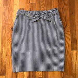 Ann Taylor Petites knee length seersucker skirt